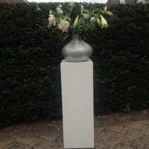 2 witte pilaren 30 euro